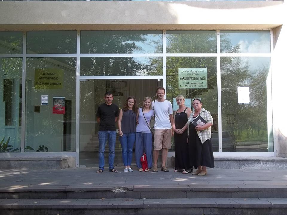 Паша иМашей с сотрудниками музея в Цхалтубо